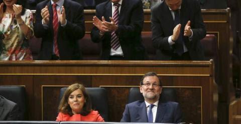 Rajoy y la vicepresidenta tras la intervención del primero en el Congreso. / ANDREA COMAS (Reuters)