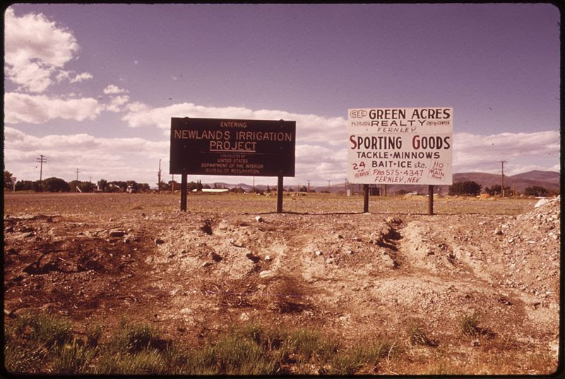 File:SIGNS ON ROUTE 95 NEAR FERNLEY. THE ONE ON THE LEFT DESCRIBES THE NEWLANDS IRRIGATION PROJECT - NARA - 553669.jpg