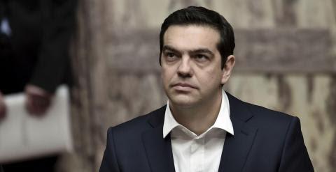El primer ministro griego Alexis Tsipras asiste a la ceremonia de juramento del nuevo presidente electo Prokopis Pavlopoulos en el parlamento de Atenas./ REUTERS-Aris Messinis/Pool