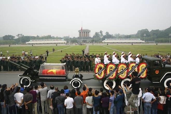 Đám tang tướng Võ Nguyên Giáp (13/10/2013). Nguồn: AP Photo/Na Son Nguyen