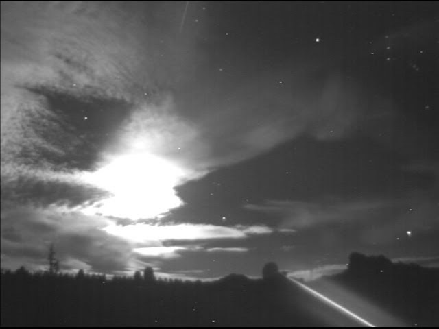 Daytime fireball on 19 Nov. 2016 (at 6:33 UT)  Sddefault