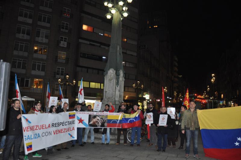 Organizaciones de solidaridad de Galicia se concentraron en Vigo, España, para manifestar su rechazo a la injerencia norteamericana y en apoyo Venezuela