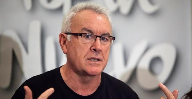 El coordinador general de Izquierda Unida, Cayo Lara, durante su rueda de prensa en Santa Cruz de Tenerife./ EFE