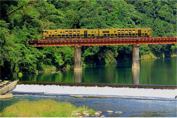 或る列車(あるれっしゃ)<JR九州>