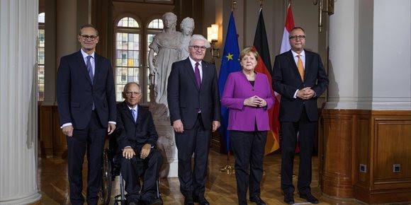 1. Merkel defiende que la