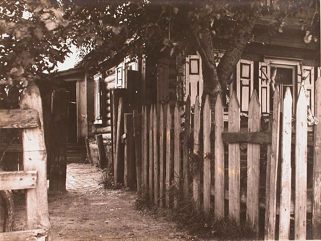 9Вид части фасада дома Городова с внутренним двором