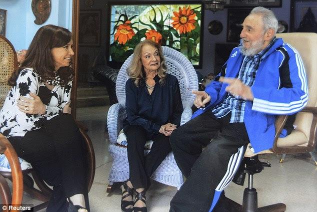 Argentine President Cristina Fernandez de Kirchner (left) meets Cuba's former president Fidel Castro and his wife Dalia Soto del Valle (centre) in Havana