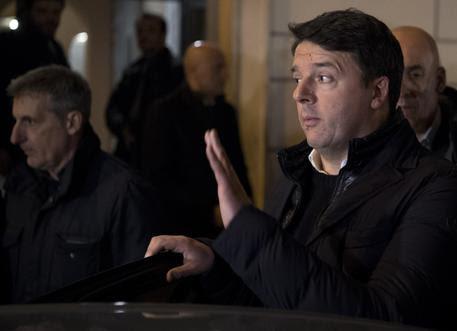 Matteo Renzi lascia il centro congressi dopo la direzione del Pd © ANSA