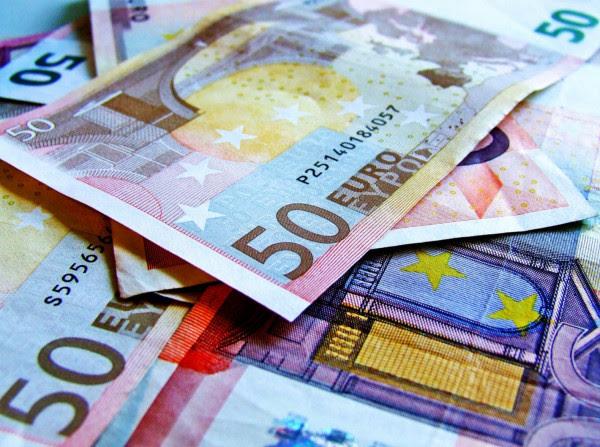Reuters: Σε ιστορικά χαμηλά οι αποδόσεις των ελληνικών ομολόγων ενόψει συμφωνίας με το ΔΝΤ