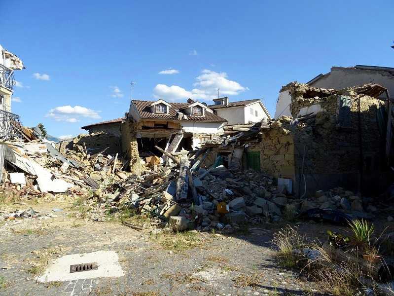 http://www.giornalettismo.com/wp-content/uploads/2017/07/danni-terremoto-amatrice.jpg