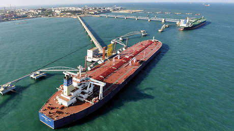 Un puerto de importación de crudo en Qingdao, en la provincia china de Shandong.