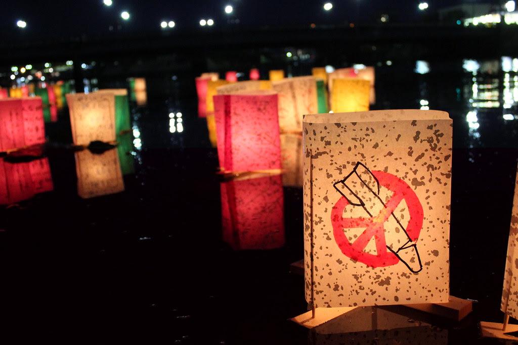Peace lanterns in Hiroshima | Lanterns floating near the Pea… |  Flickr