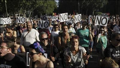Miles de desempleados se manifiestan contra el Gobierno en Madrid en julio de 2012.
