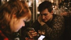 """CELAM: """"No permitamos que las redes sociales invadan nuestra vida""""."""