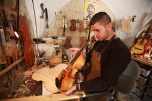 Shehada Shalalda making a violin