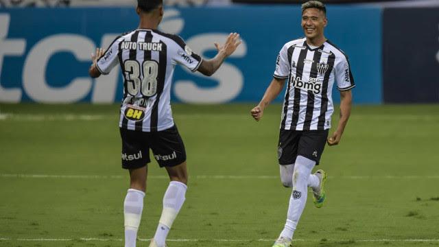 Com show de argentinos, Atlético-MG goleia o Atlético-GO por 4 a 1