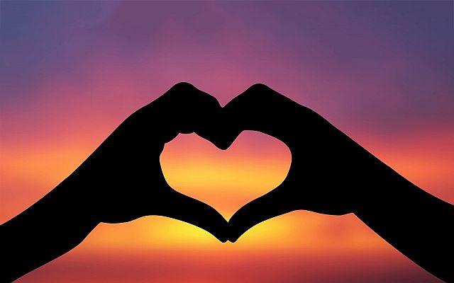 http://kandacejones.com/wp-content/uploads/2014/02/Hands-Love-Sunset-1920x1200.jpg
