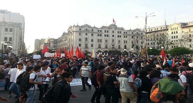 Régimen juvenil: segunda marcha terminó con bombas lacrimógenas