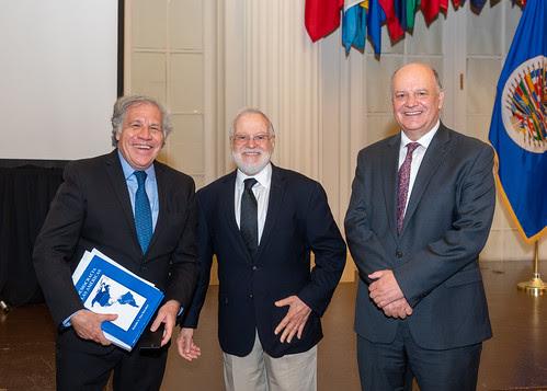 """OEA acogió presentación de """"La Democracia en las Américas"""", de Rodolfo Piza"""