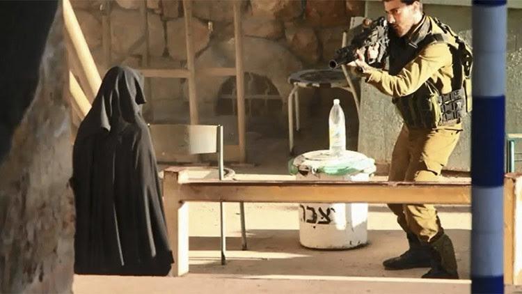 Soldados israelíes disparan en Hebrón a una joven palestina 10 veces y la dejan morir desangrada en la calle