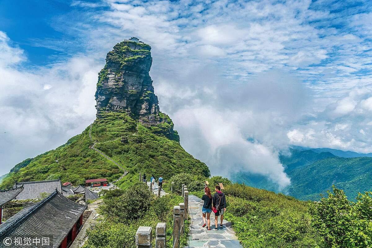 Khách du lịch từ khắp nơi trên thế giới hành trình đến địa điểm kỳ diệu này để tận hưởng khung cảnh tuyệt đẹp của Khu bảo tồn Thiên nhiên Quốc gia Fanjingshan. Nơi đây là nhà của hơn 2.000 loài thực vật và hàng trăm động vật quý hiếm. Ảnh: VCG