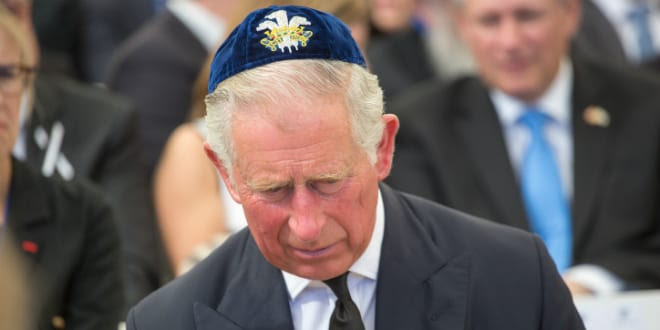 Prince Charles wearing a Kippah at Peres funeral (Photo by Flash 90)