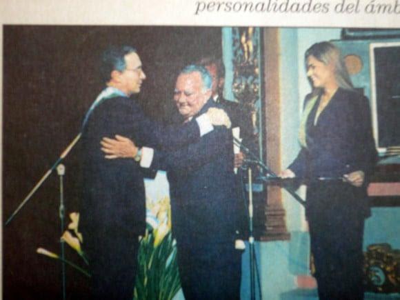El presidente Uribe condecoró, al entonces gobernador de Córdoba Jesús María López, condenado por firmar el pacto de Ralito y ser pieza clave en la expansión de las autodefensas en el departamento de Córdoba. Se comprobó que desvió al menos $ 200 millones de la salud del departamento para construir un hospital al que los 'paras' llevaban a sus heridos de guerra.