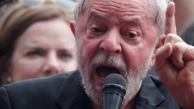 'PT não tem que fazer autocrítica', diz Lula em evento na Bahia