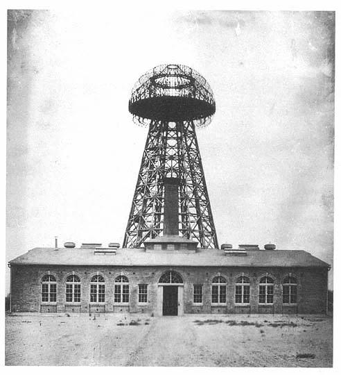 Tesla'nın rüyası, dünyaya bedava enerji sağlamak idi. 1900 yılında, yatırımcı J.P. Morgan'ın sağladığı 150 bin dolarla Tesla Telsiz Yayın Sistemi/Wardenclyffe adındaki kulenin yapımına Long Island, New York'ta başladı.