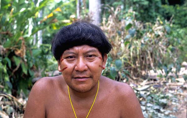 O xamã Yanomami Davi Kopenawa, que assinou a carta aberta alertando de um genocídio ocorrendo no país.