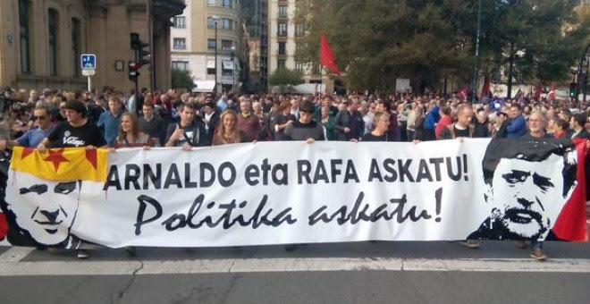 Cabecera de la manifestación por la libertad de Arnaldo Otegi y Rafa Díez Usabiaga. / EH BILDU