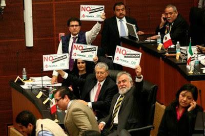 Opositores a la reforma energética aseguran que se busca privatizar la industria para favorecer intereses extranjeros. Foto: Archivo.