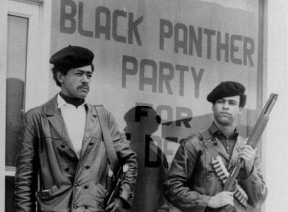 Los Panteras Negra o Black Panthers, resurgen para defender los derechos de los afro-estadounidenses.