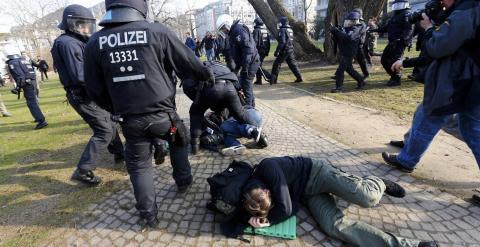 Represión contra los manifestantes anticapitalistas alemanes