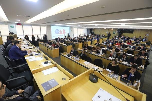 OAB aprova moção de apoio à lei que pune violação de prerrogativas dos advogados