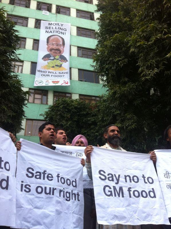 Activists slam Veerappa Moily for putting corporate profits before nation's interests