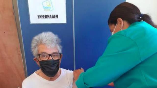 """Juan Arias   """"Estou feliz e grato, acabo de me vacinar"""""""
