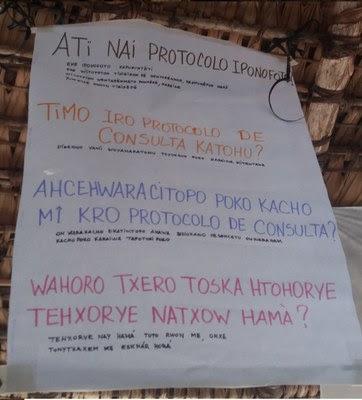 Cartaz falando de consulta prévia nas línguas waiwai e tiriyó.