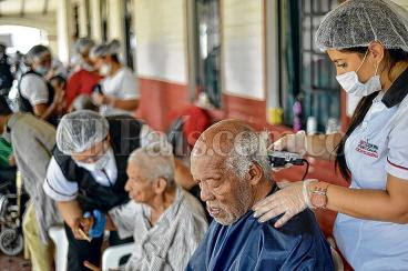 Los ancianatos en Cali, a  punto de  morir antes que los abuelos