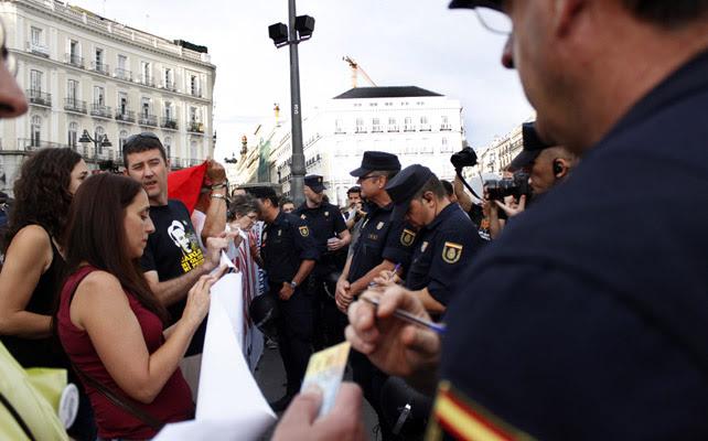 Agentes de Policía identifican a varios activistas de la Coordinadora 25-S.