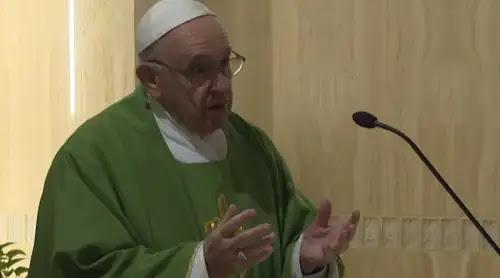 """Papa Francisco: Cuidado con la """"paganización"""" de la vida"""