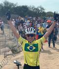 Giuliana comemora a vitória e o bicampeonato no Pan-americano de MTB (Divulgação)