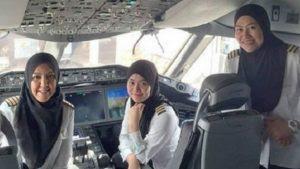 Histórico voo comandado por mulheres pousa na Arábia Saudita, onde elas são impedidas de dirigir