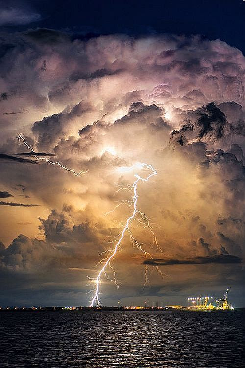 http://www.demotivateur.fr/images-buzz/6063/3%20allwomenstalk.jpg