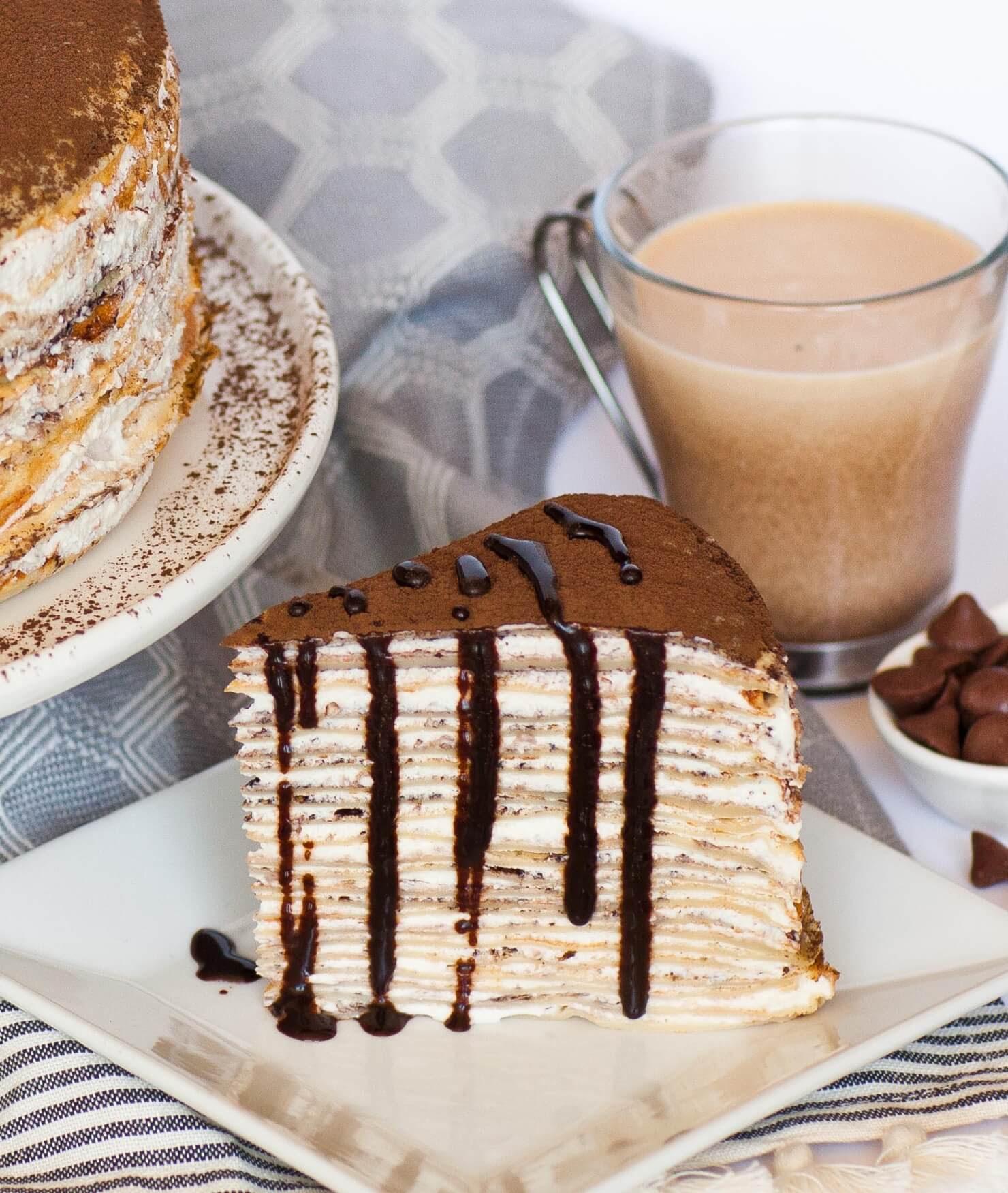 tranche de gâteau crêpe tiramisu au chocolat