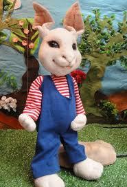 בובת הארנב המשתתפת בהצגה