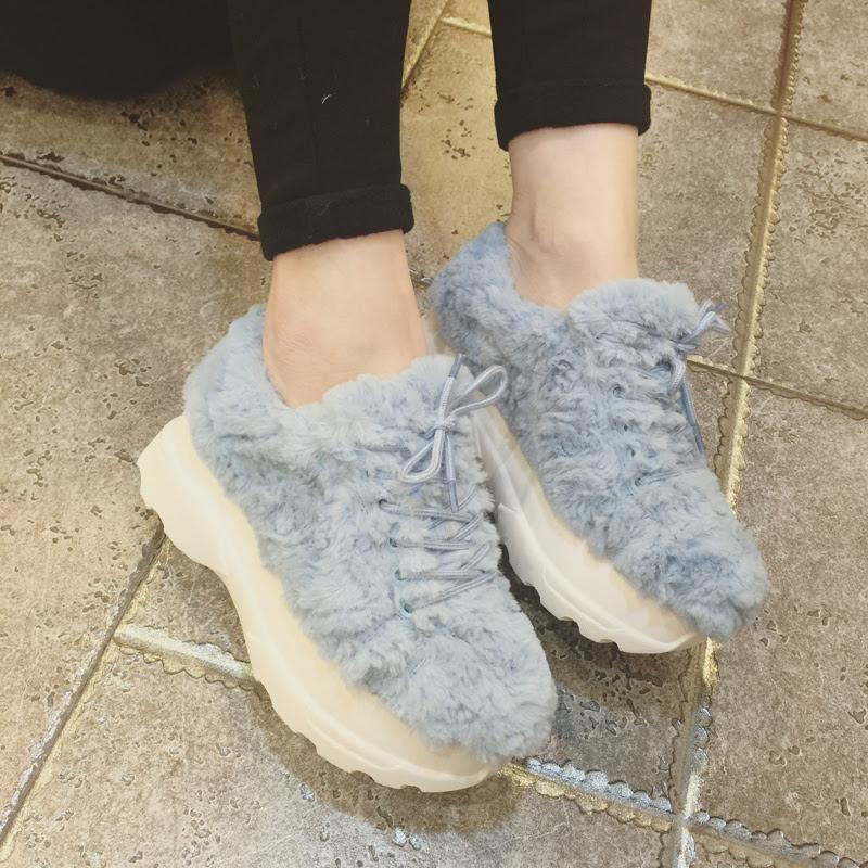 Меховые кроссовки