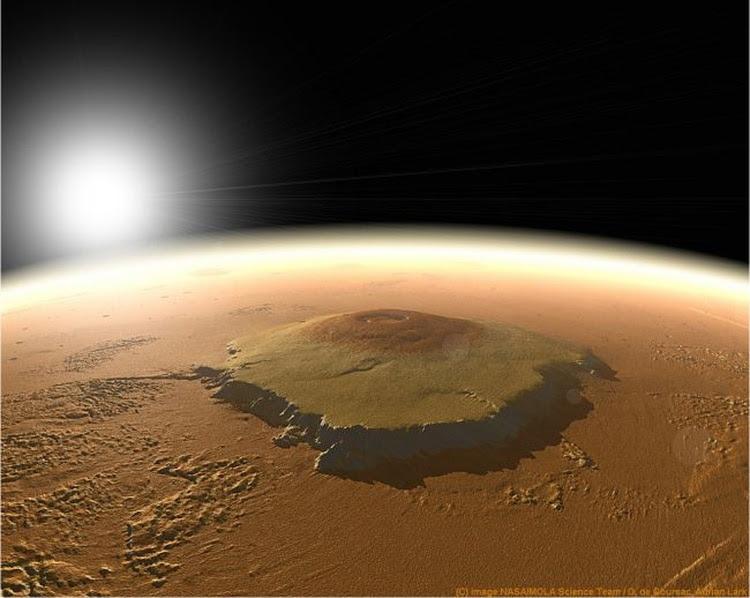 El cráter Jézero es una de las atracciones de Marte, junto al monte Olimpo tomado en esta fotografía (NASA)