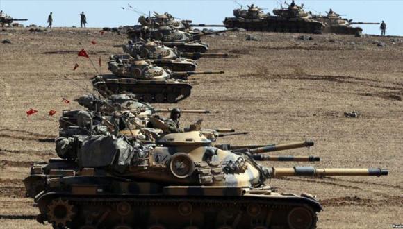 El ejército turco desplegó unos mil tanques en la frontera con Siria. Foto tomada de Hispan TV.