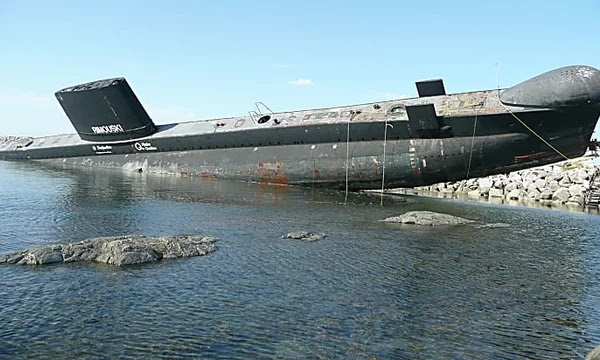 [Gallery] Abandoned Submarines Floating Around the World